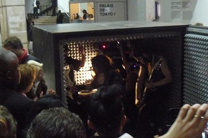 Comment faire rentrer 4 métaleux dans un cube ? Réponse au Palais de Tokyo !